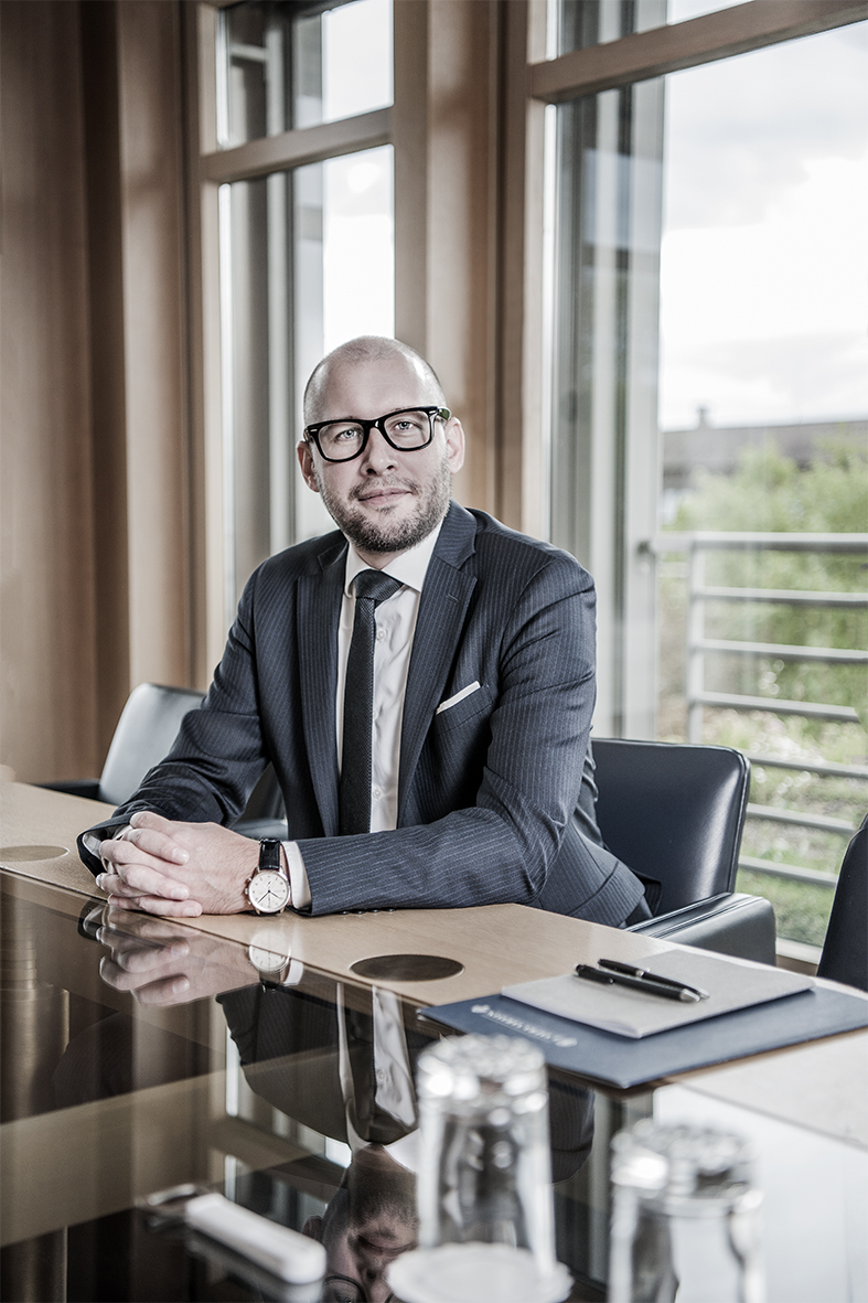 Portrait Advertising Bank J. Safra Sarasin AG Geschäftleitung Stephan HBürosituation